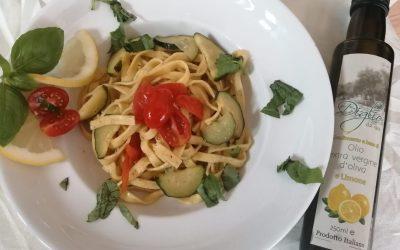 Fettuccine all'uovo mit Zucchini und Zitronenöl Diglio